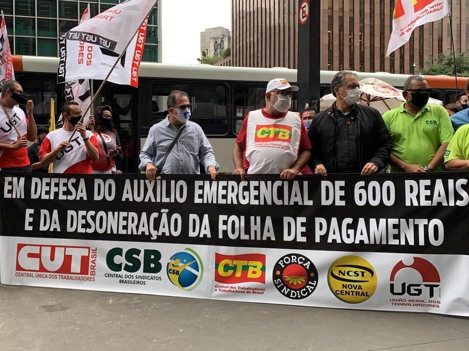 Centrais fazem manifestação para pedir derrubada de veto à desoneração da folha