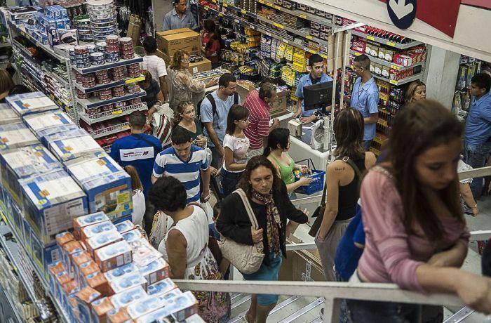 13º vai injetar cerca de R$ 215,6 bilhões na economia do Brasil, estima Dieese