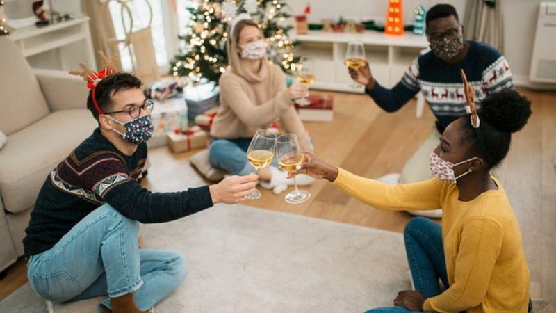 Covid-19: como reduzir os riscos de transmitir coronavírus nas festas de Natal e Ano Novo