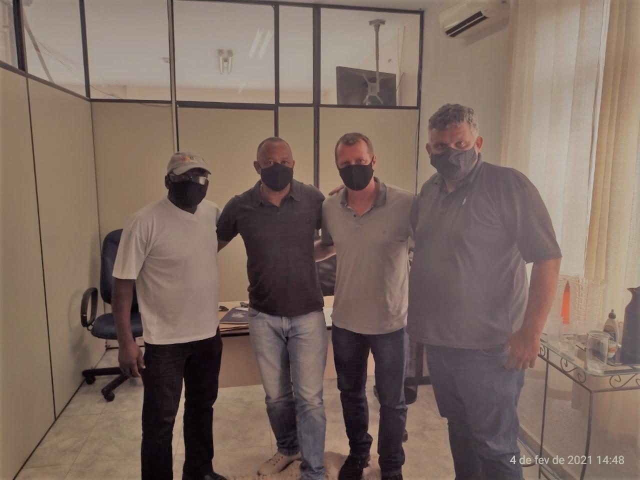 Presidente Marcelo se reúne com Vereador Marcos Kinkas e Secretário de Obras de Caraguá
