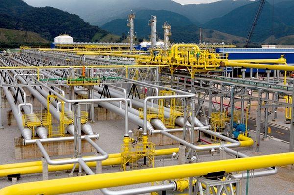 Sintricom cobra da Petrobras informações sobre expansão da UTGCA em Caraguá e obras na Revap em São José dos Campos