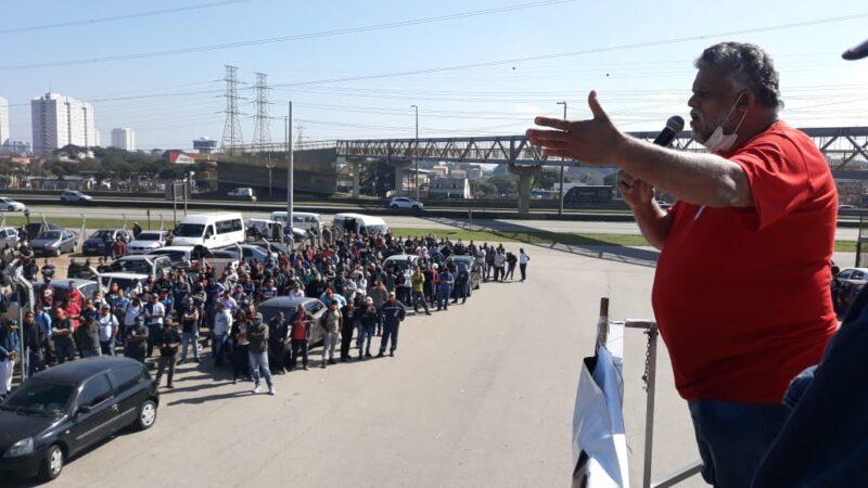 Contra retirada de direitos, trabalhadores da REVAP entram em greve