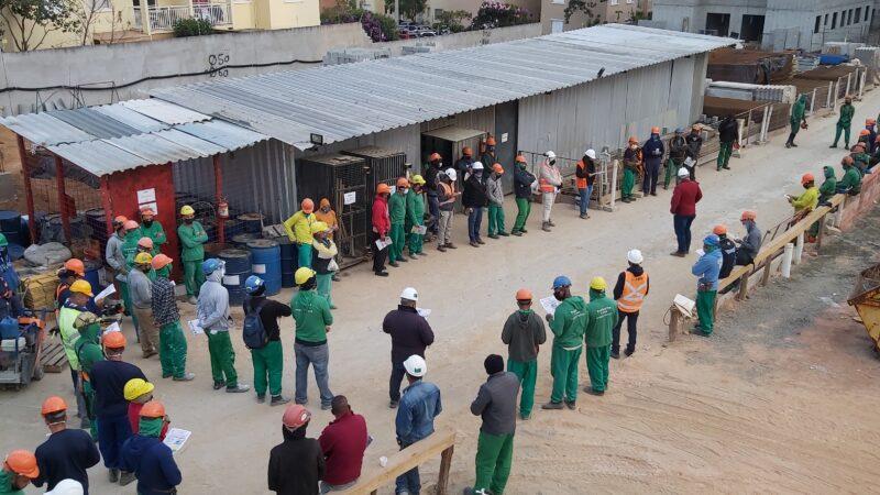 """Trabalhadores MRV Campo Di Napoli aprovam """"estado de greve"""""""