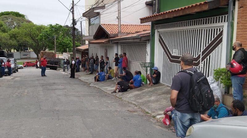 Sindicato e trabalhadores da Emplanej protestam contra qualidade da alimentação
